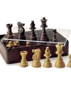Фигурки за шах в кутия
