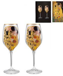 Целувката чаши за бяло вино