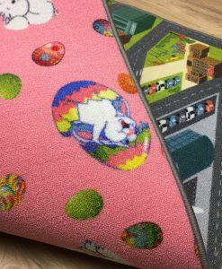 Двулицев килим със зайчета и градски пейзаж